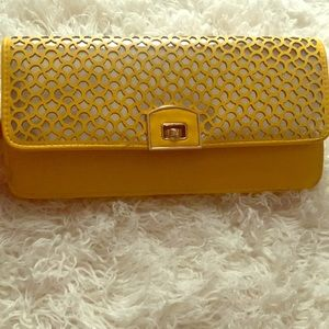 Yellow iridescent clutch